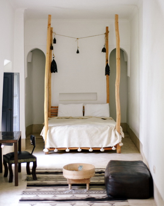 Moroccan_bedroom_via_Alpha_Smoot_Photography.jpg