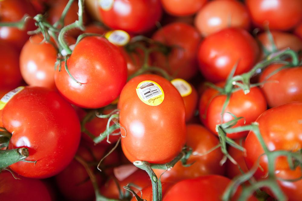 organic-roma-tomatoes-mana-foods-produce.jpg
