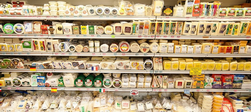 mana-foods-cheese-department-display