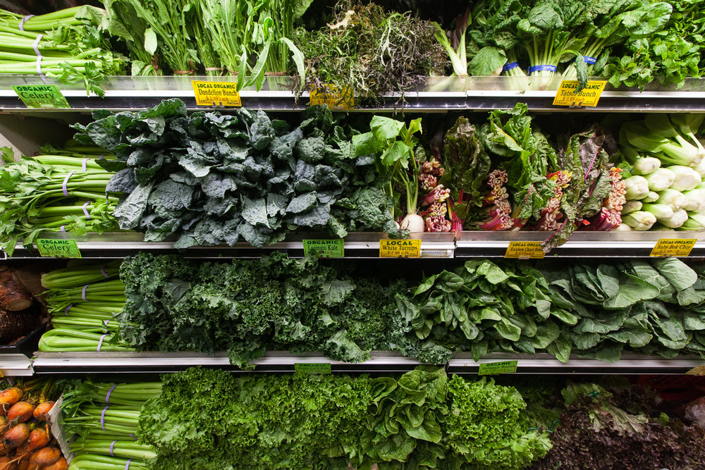 organic-fresh-produce-department-mana-foods-maui.jpg