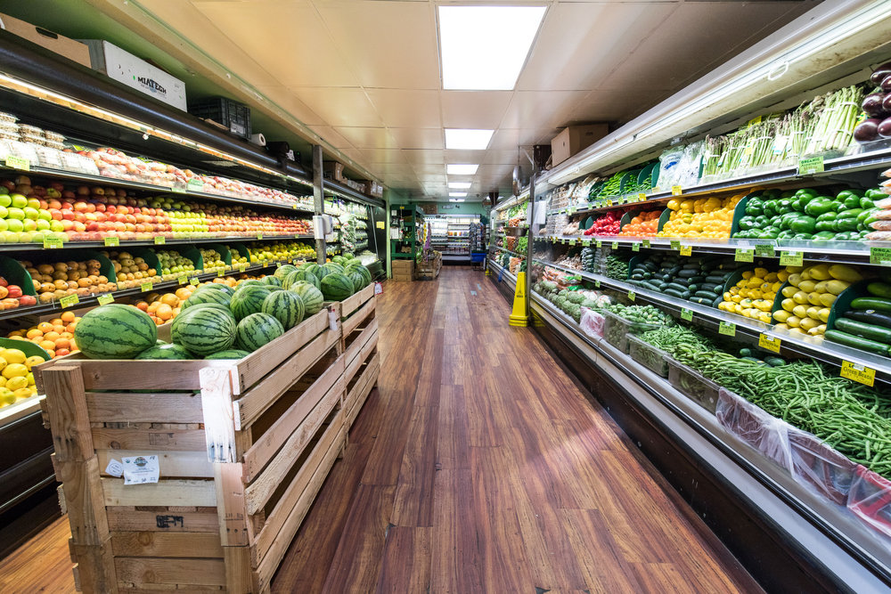 mana-foods-produce-aisle-maui-hawaii.jpg