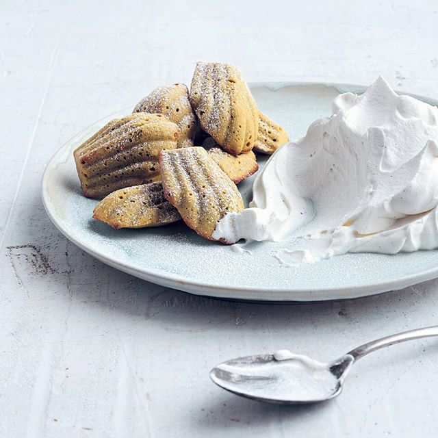 If only Proust had tasted these dreamy Green Tea Madeleines With Vanilla & Black Pepper Cream from At Home With Umami... . . . Recipe by @laurasanttini 📷: @conpoulos #umami #greentea #matcha #teatime #feedfeed #eeeeeats #beautifulcuisines #f52grams #nomnom