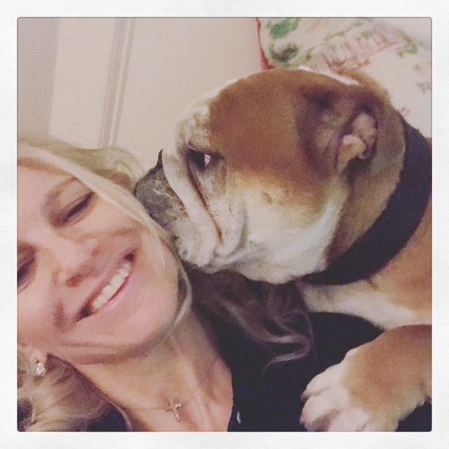 #everybody #needs #love on #sunday #django and #laura #sittininatree #k #i #s #s #i #n #g #kiss #kisses #hugs #pawsome #wishing #everyone a #happy and #loving #sunday #lovetheoneyourewith ❤️💃🏼💋 #englishbulldog #englishbulldogsofinstagram #puppylove #london