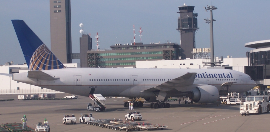 Continental 777-200 at Narita Airport, preparing to depart for Houston