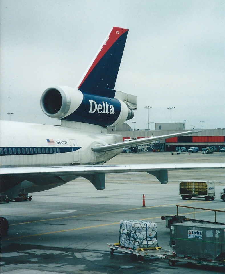 ATL-DL_MD11_at_gate_RonAllen-scheme.png