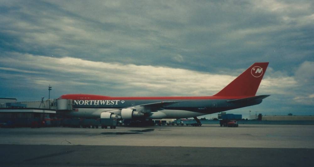 "The 747-200s and even a couple -100s were painted in the""bowling shoe"" livery, which remains my favorite."