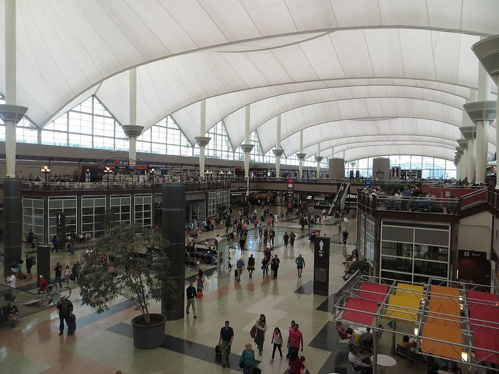 Image of International Arrivals area by  Sunnya343  via Wikimedia Commons, CC 4.0 license