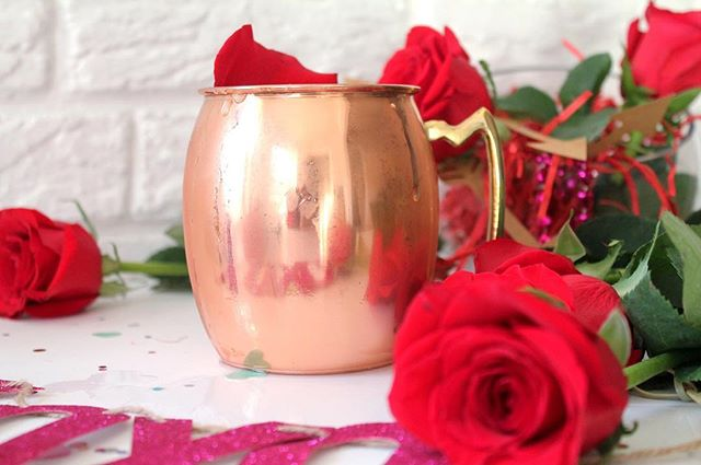 Nick was pretty stingy with his roses on tonight's episode of #TheBachelor. But a rose Moscow mule will never send you home 🌹 except for maybe home to bed if you aren't careful. Don't let the vodka thorn bite you, drink responsibly friends 😉. . . . . . #cocktails #OnTheBlog #linkinbio #feedfeed #f52grams #recipe #FlashesOfDelight #TODAYfood #TheKitchn #buzzfeedfood #huffposttaste #theBarCart #cocktailtime #mixologymovement #cocktailrecipe #bhgcelebrate #craftcocktail #craftcocktails #mixology #imbibegram #LiqPic #booze #drinkstagram #DrinkOfTheDay #ggcocktailhour #ThatsDarling #DarlingWeekend #MyBeautifulMess #AColorStory