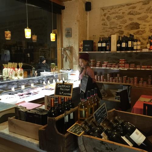 THE BEST RESTAURANT NEAR EIFFEL TOWER: Au Petit Sud-Ouest Grocery shop