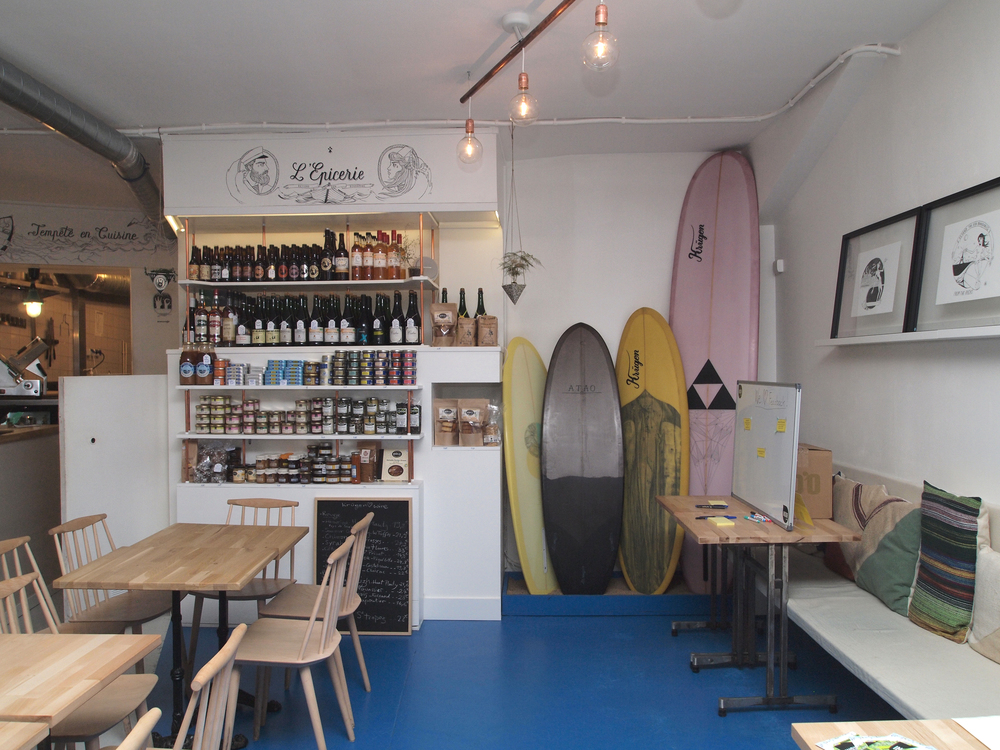 Epicerie with amazing products and surfboards