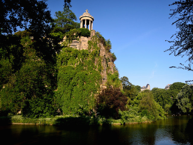 buttes chaumont Paris picnic park