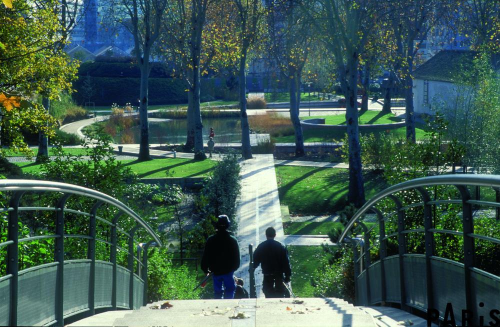 Parc de Bercy in the Fall in Paris (Photo credit @photos.parisinfo.com)