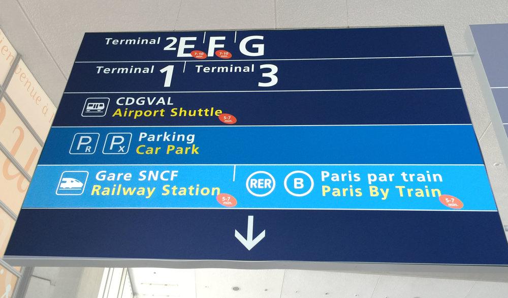 """Sigue el aviso """"Paris By Train"""" en el CDG para llegar a la estación de trenes"""