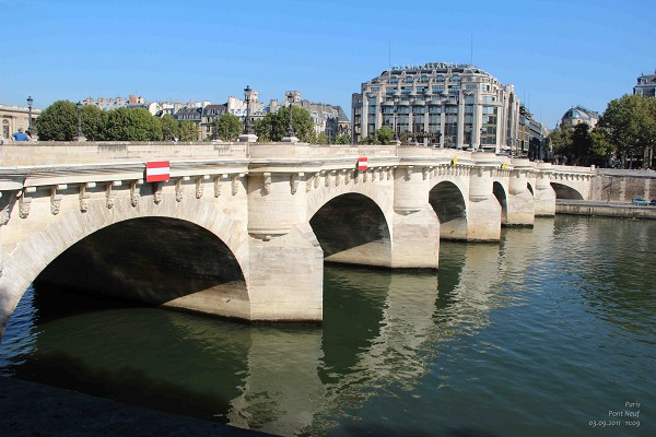 Bridges in Paris : PONT NEUF