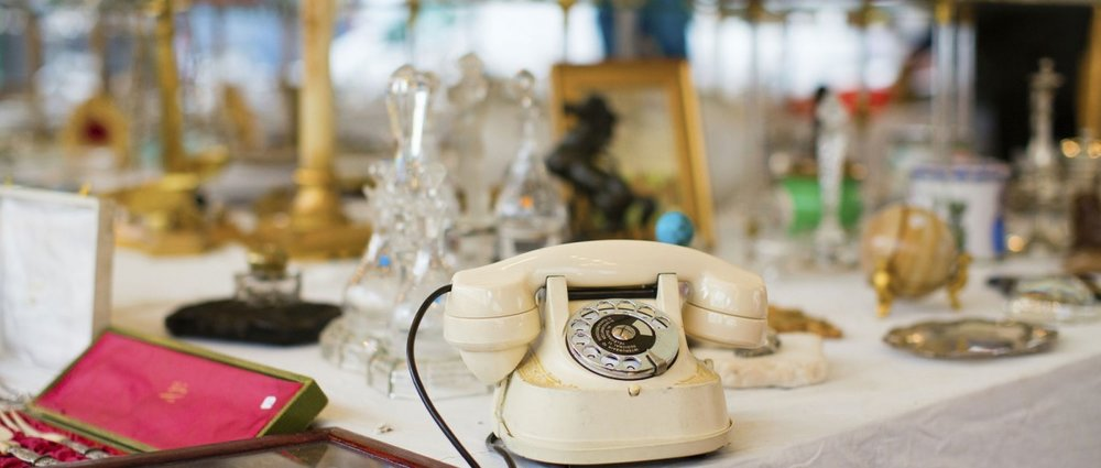 Best flea markets in Paris - Old telephone