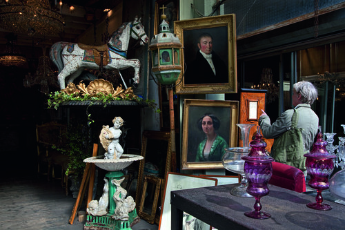 Best flea markets in Paris - old painting