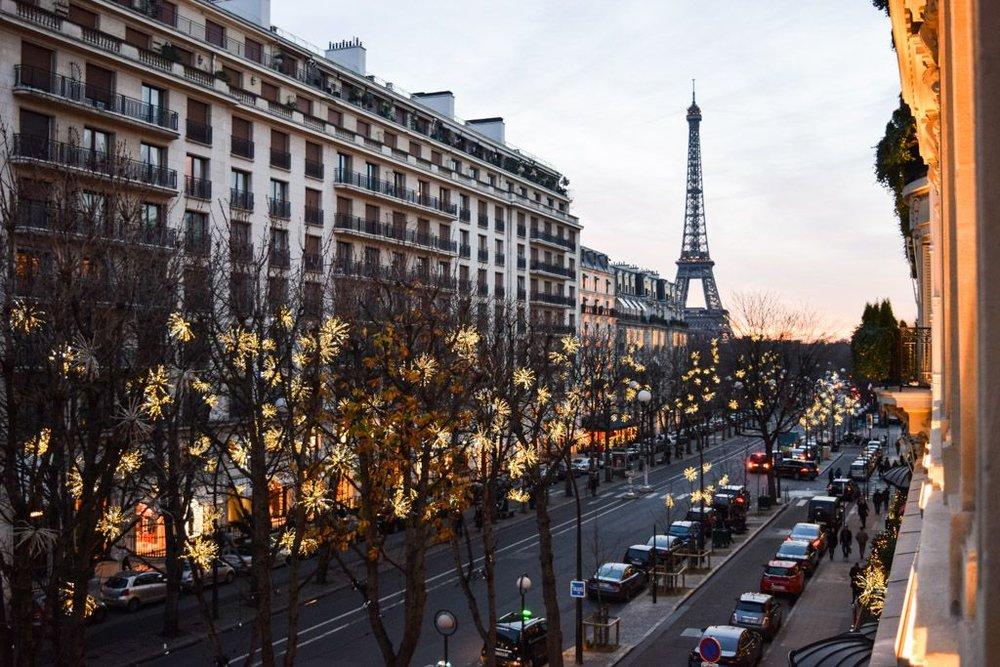 Avenue Montaigne for luxury shopping Paris (Photo credit:yonder.fr)