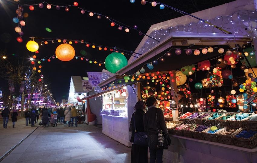 Marché-de-Noël-Avenue-des-Champs-Elysées-nuit-1-|-850x540-|-©-OTCP-Amélie-Dupont-|-187-43.jpg