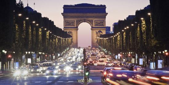 Champs-Elysées-nuit-|-550x278-|-©-Thinkstock.jpg