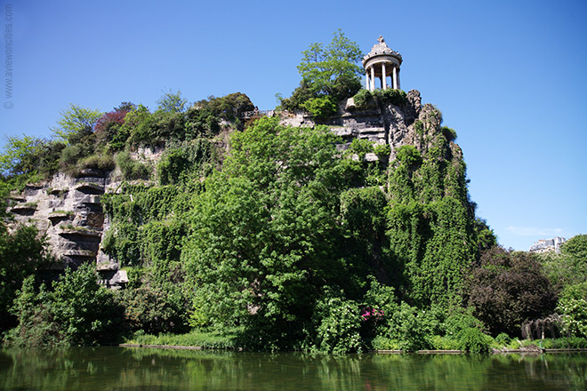 Romantic Places in Paris, Parc du Buttes-Chaumont; Photo credit: aviewoncities.com