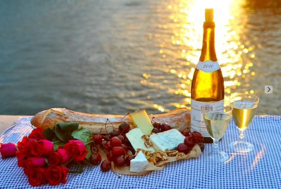Picnic in Paris; Photo credit: tripadvisor.com