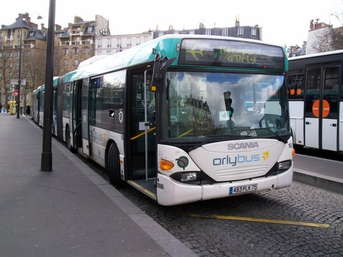 รถ Orlybus ที่Place Denfert-Rochereau