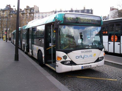 Автобус Orlybus на остановке Place Denfert-Rochereau