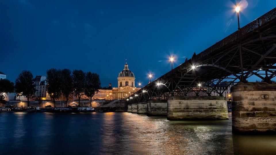 Seine-River-Pont-Des-Arts-Paris-Bridge-Night-999952.jpg
