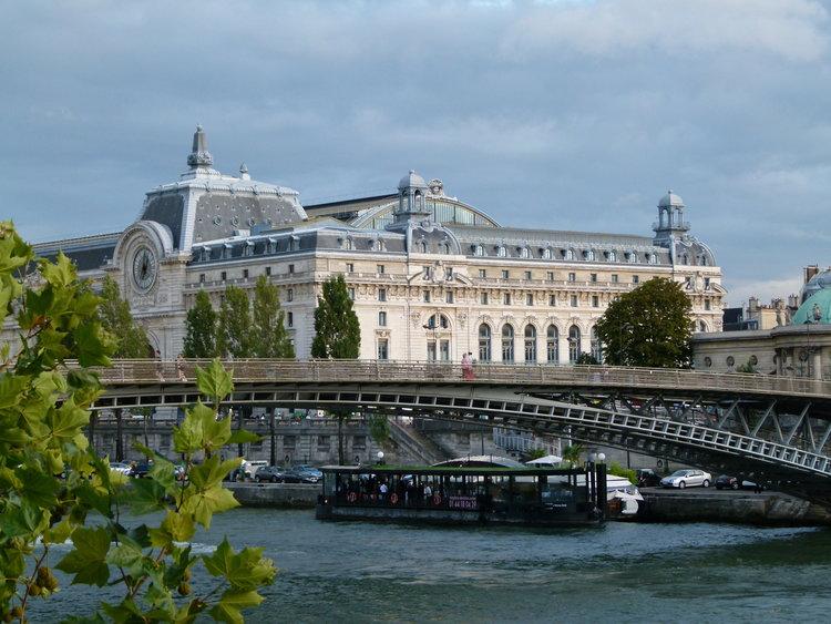 Passerelle_Léopold-Sédar-Senghor_et_musée_d'Orsay_3.JPG