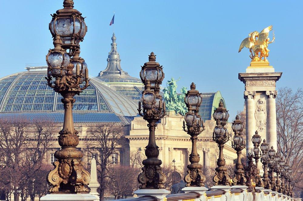 Le_Grand_Palais_depuis_le_pont_Alexandre_III_à_Paris.jpg