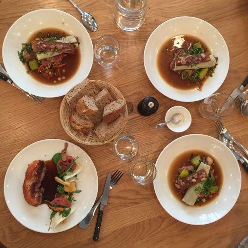 法國用餐禮儀之餐桌禮儀 - 法國美食四人份
