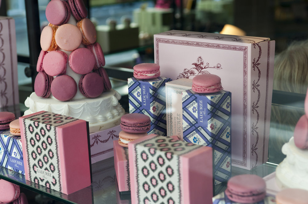 Macarons_from_Ladurée_on_display.jpg
