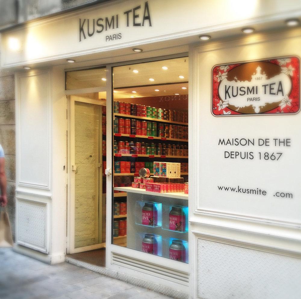 Kusmi_Tea,_56_Rue_des_Rosiers_75004_Paris_2012.jpg