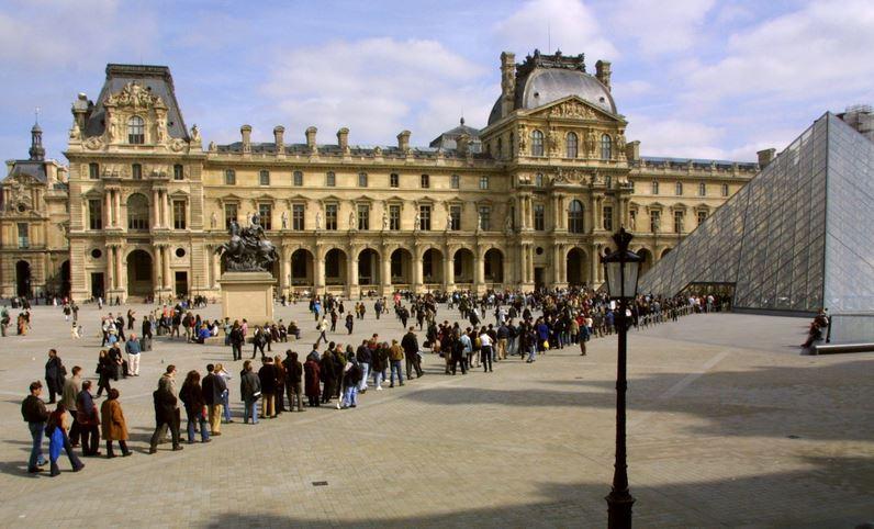 Louvre-Paris-queue.jpg