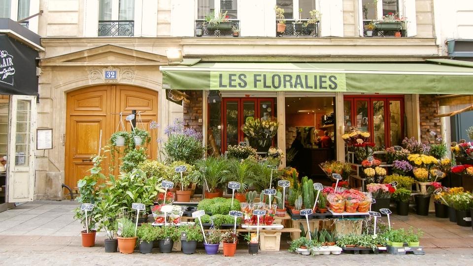 sml_903567969-1441712875-paris-market-streets-rue-cler.jpg
