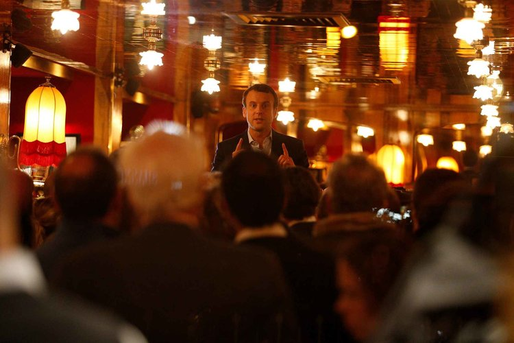 2048x1536-fit_emmanuel-macron-fait-fete-rotonde-montparnasse-apres-victoire-premier-tour-presidentielle-nuit-23-24-avril-2017.jpg