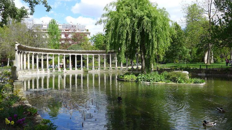 Parc-Monceau-Paris-colonnade-01.jpg
