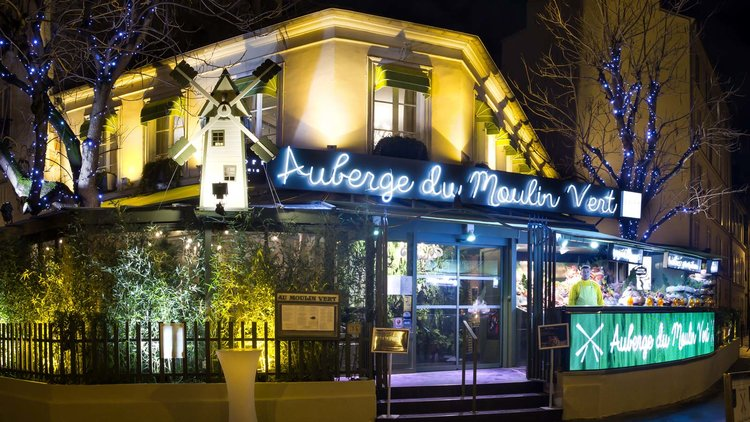 Cosy Summer dinner with oysters in Paris : Auberge de Moulin Vert