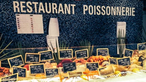 All you can eat oysters in Paris: Le Comptoir des Mers