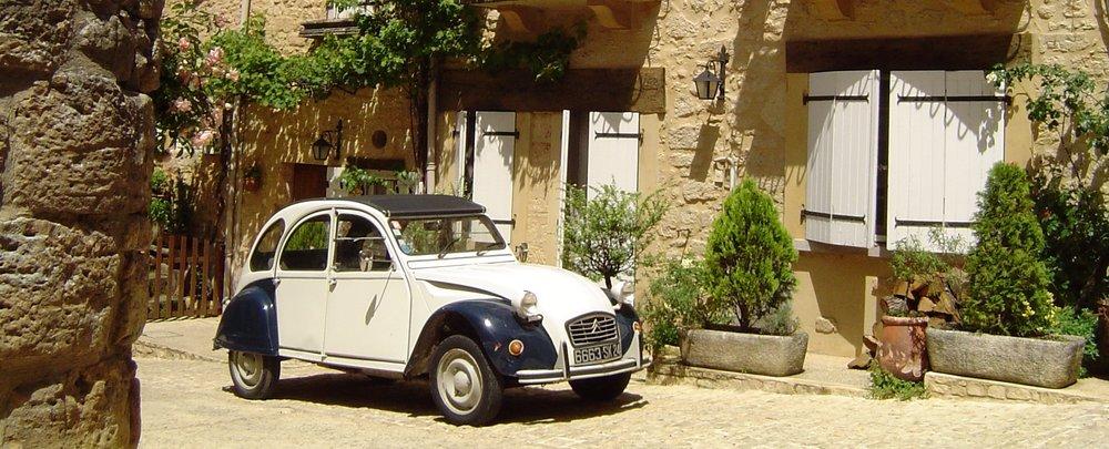Belves_Dordogne_France_2CV.JPG