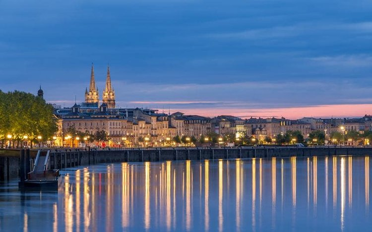 Bordeaux-nightlife-river-xlarge.jpg