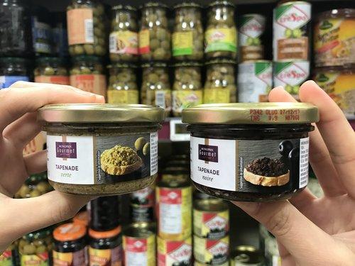 Tapenade olive spread