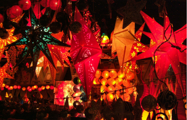 Marché-de-Noël-3-Christmas-Market-l-630x405-l-©-EkieraM-via-Flickr.jpg
