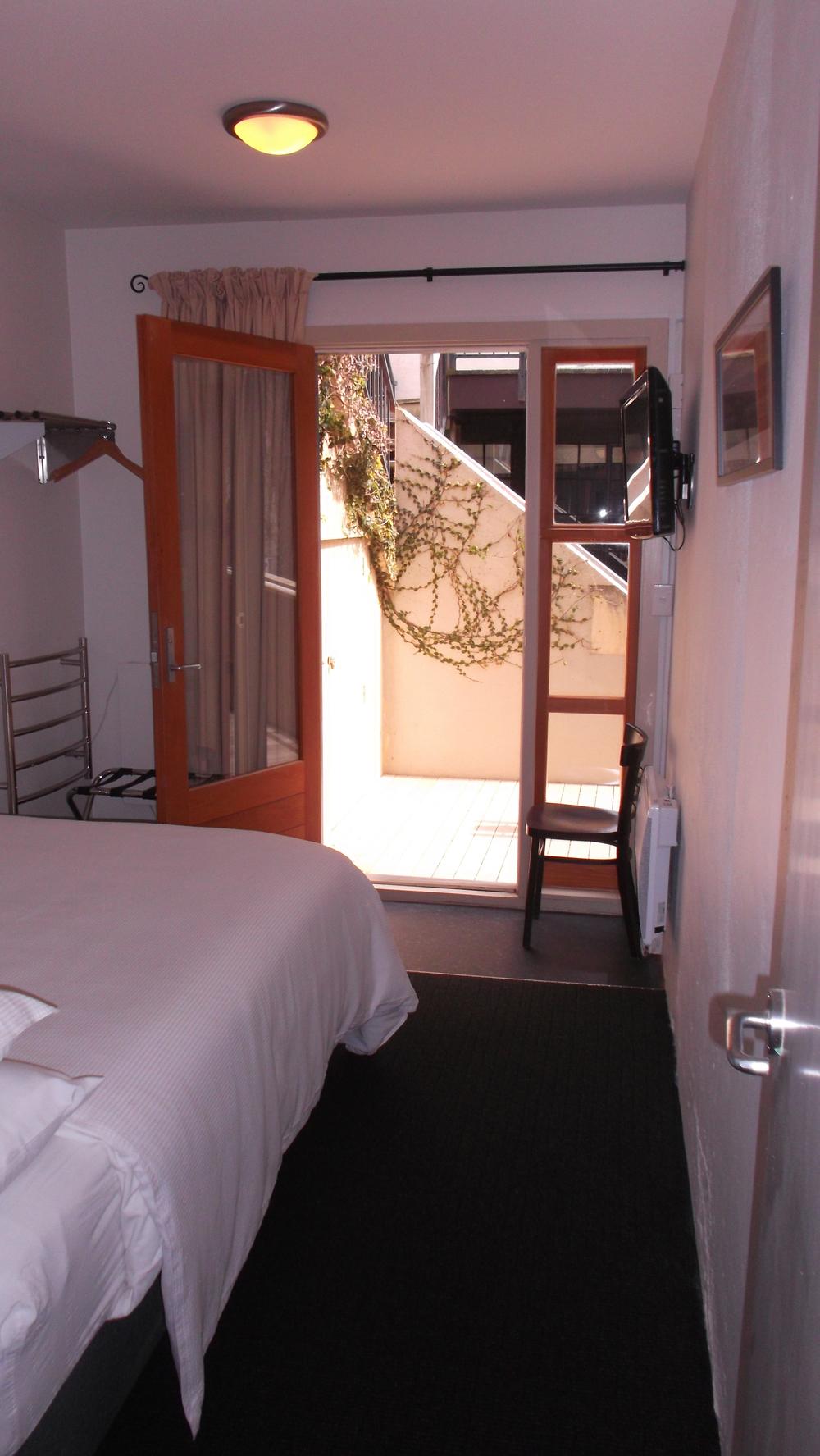 room203_1.jpg