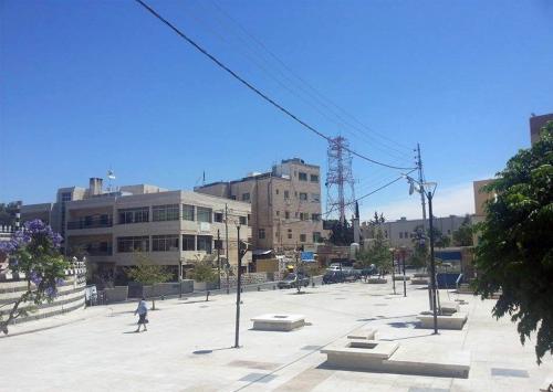 View of the public plaza. لقطة للساحة العامة المحاذية للمسجد