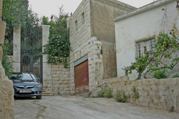 Entrance of the Telhouni House. مدخل منزل عائلة التلهوني