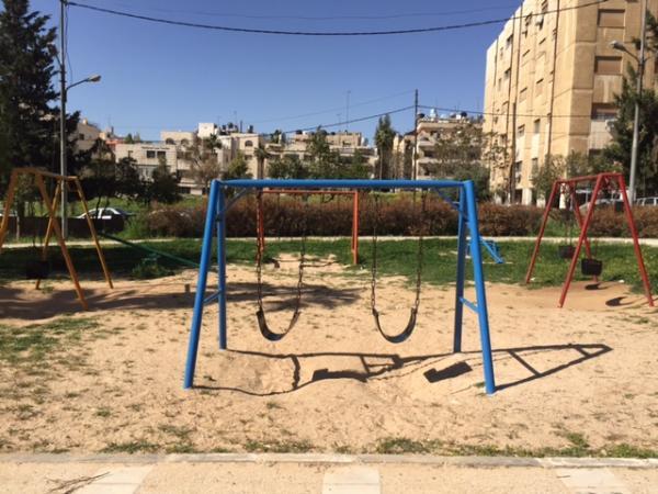 View of the children's play area in the garden taken from the northeast   لقطة لمنطقة لعب الأطفال في الحديقة مأخوذة من الجهة الشمالية الشرقية