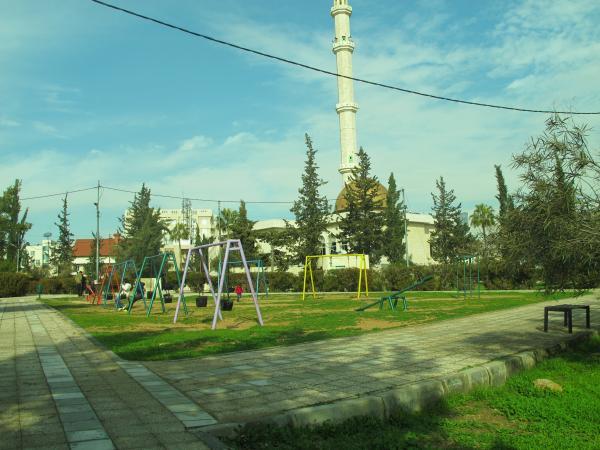View of the park's play area taken from the south showing Salah al-Din Mosque in the back   لقطة للحديقة مأخوذة من الجنوب يظهر فيها مسجد صلاح الدين في خلفية الصورة