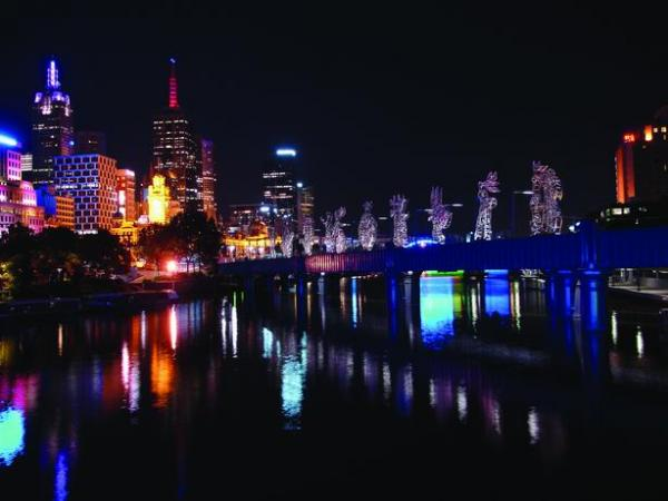 The Travelers Project, an installation of twelve sculptures that move through Sanridge Bridge, Melbourne. (Courtesy of Nadim Karam and Atelier Hapsitus)