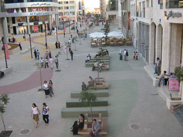 The pedestrianized Wakalat Street in the Sweifieh district, Amman. (Courtesy of the Greater Amman Municipality)